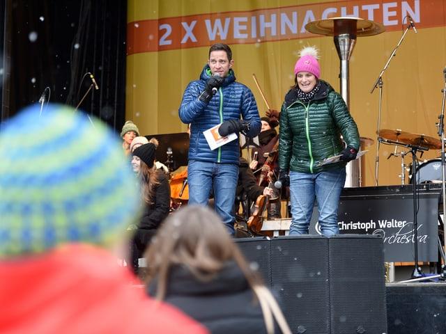 Riccarda Trepp und Adrian Küpfer auf der Bühne.
