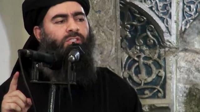 Quel che duaj esser al-Baghdadi en ina moschea.