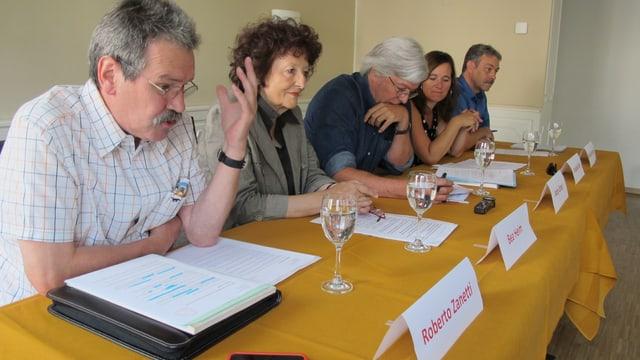 Medienkonferenz mit Teilnehmern