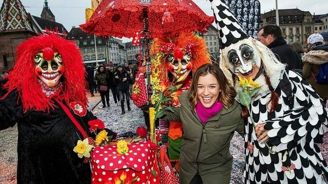 Moderatorin Eva Nidecker im Fasnachtstreiben