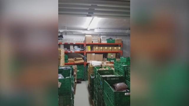 überfüllter Lagerraum in einem Keller
