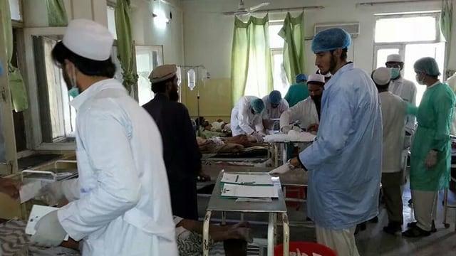 Ärzte und Pfleger in einem Spital