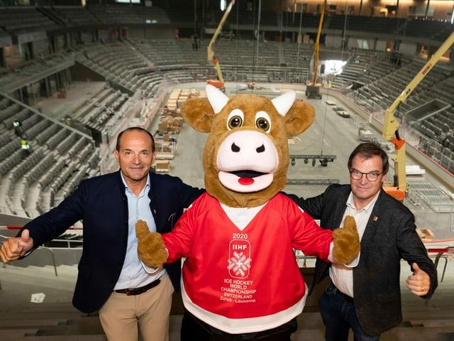 OK-Präsident Gian Gilli, Maskottchen Cooly und WM-OK-Präsident Jean-Marie Viaccoz.