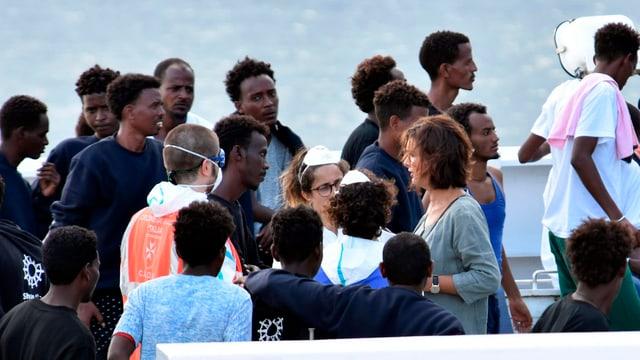 Flüchtlinge auf Schiff