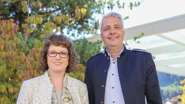 Claudia Käch e Mathias Bundi avant il spital da Glion.
