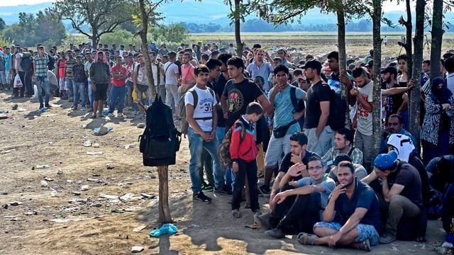Tschients da fugitivs spetgan da pudair entrar en la Macedonia.