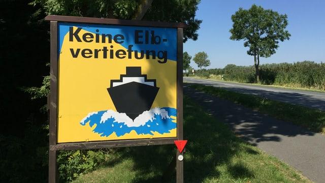 Plakat gegen die Elbvertiefung: An der Elbe zwischen Hamburg und Cuxhaven ist man sich einig.