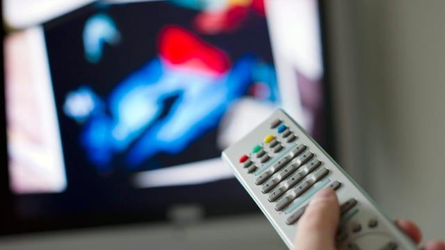 En Svizra guarda en media mintga persuna 128 minutas televisiun.
