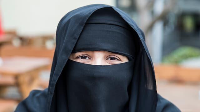 Dunna che porata ina burka.