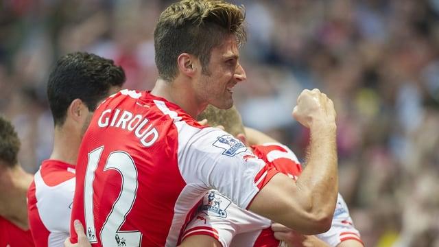 Olivier Giroud jubelt mit Arsenal-Teamkollegen.