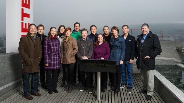 Team von Meteorologen auf dem Dach des Schweizer Fernsehens.