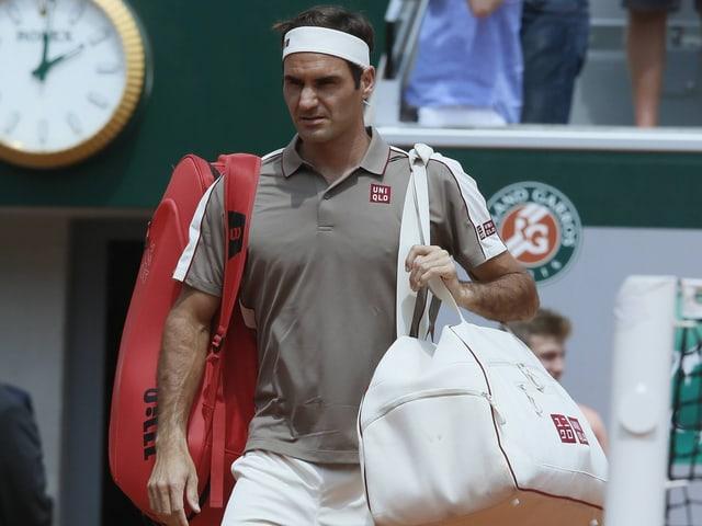 Roger Federer betritt den Platz