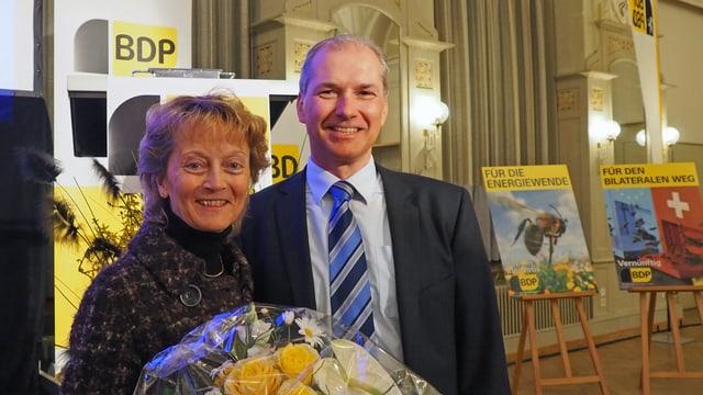 Eveline Widmer-Schlupf communabel cun Georg Ragaz.