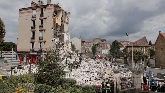 Eingestürztes vierstöckiges Haus