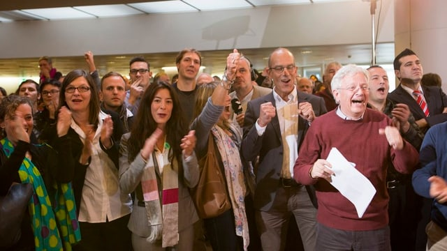 Martin Lüchinger jubelt zusammen mit seinen Fraktionskollegen bei den Grossratswahlen 2012.