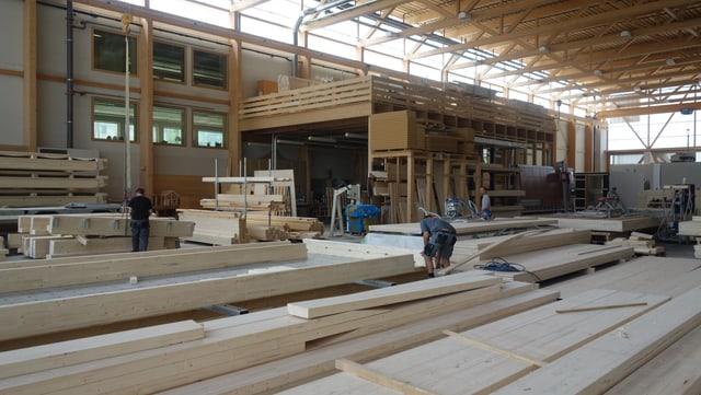 Ils moduls vegnan construids en la halla da la Uffer SA a Savognin.