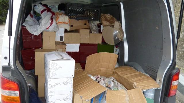 Die Grenzwächter in Bad Zurzach entdeckten am Montag bei einer Kontrolle einen Kleintransporter voll mit Schmuggelware.