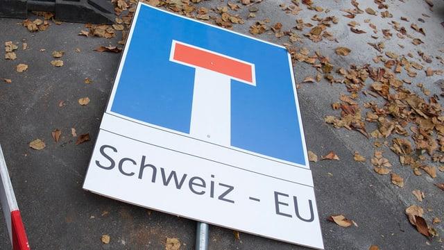 tavla d'ina via tschorva cun l'inscripziun Schweiz - EU