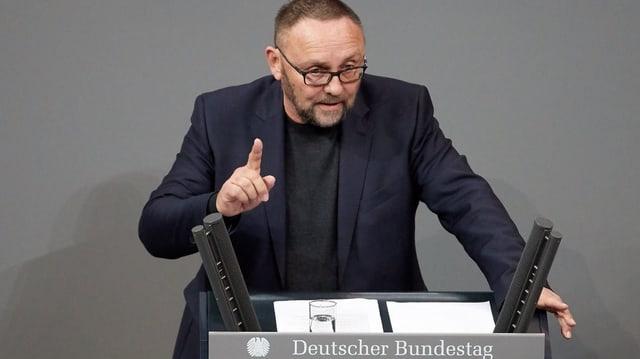 Frank Magnitz en il parlament tudestg.