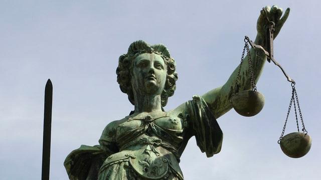 Purtret da la statua da la Giusticia.
