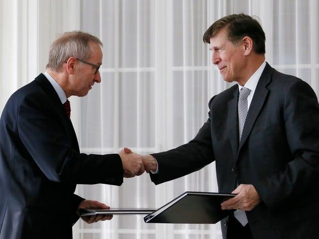 Beyer (rechts) mit dem ehemaligen Staatssekretär Michael Ambühl.