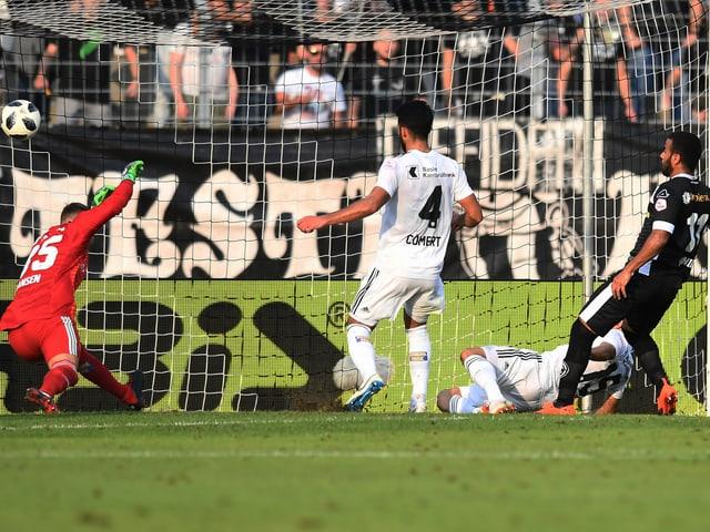 Carlinhos schiesst 2:2 gegen Basel