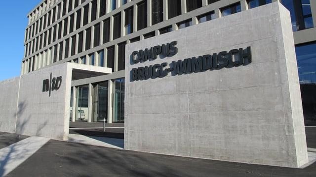 Eingang des neuen Campus der Fachhochschule Nordwestschweiz.
