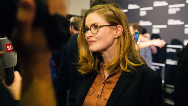 Lisa Brühlmann wird an den Solothurner Filmtagen interviewt.