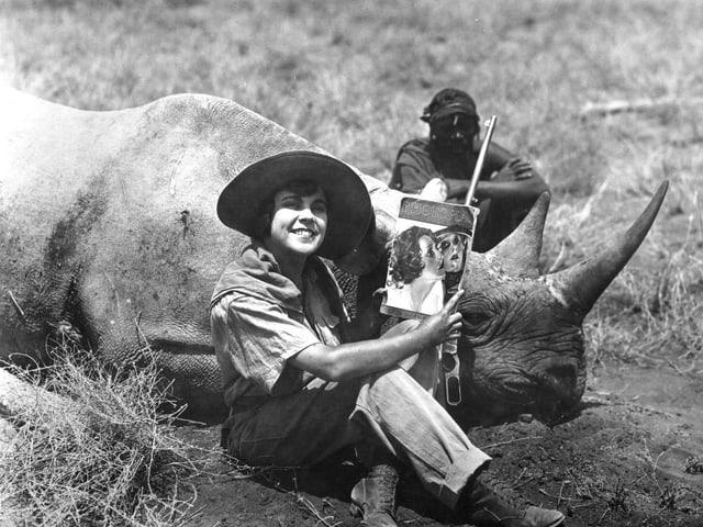 Historische Aufnahme von Dokumentarfilmerin Osa Johnson.