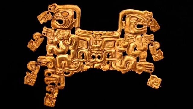 Detailreich gestaltete Mundmaske eines Priesters aus Gold