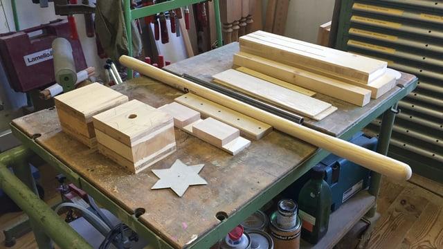 Holz-Stücke