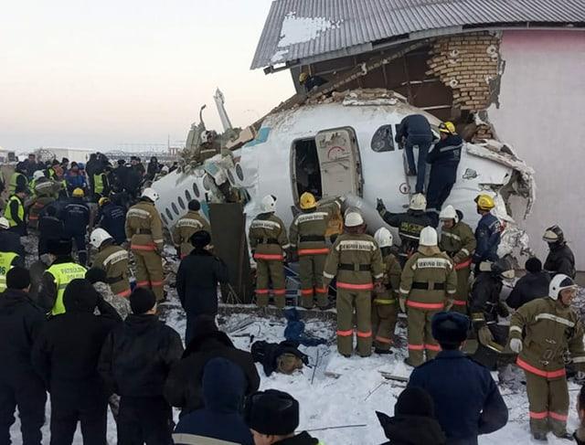 Abgestürztes Flugzeug in Kasachstan.