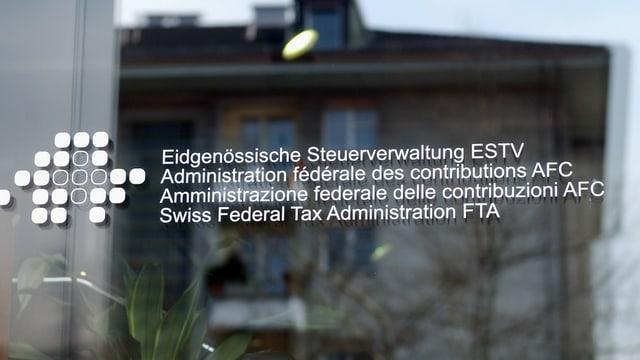 L'isch d'entrada da l'Administraziun federala da taglias.