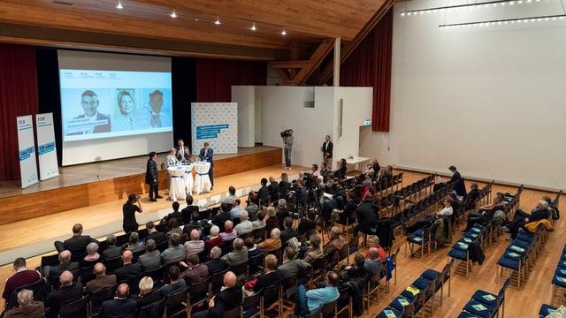 Podium der FDP-Kandidaten