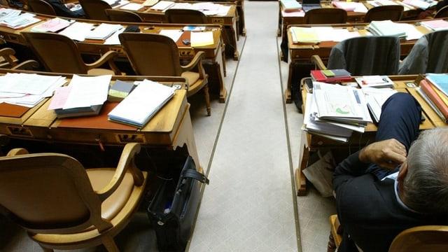 Leere Stühle im Nationalrat