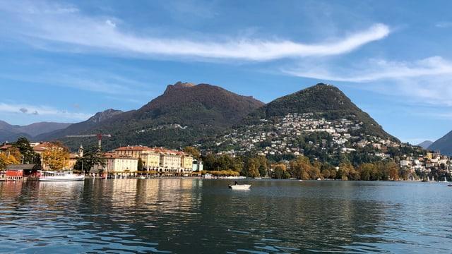 Blick von Paradiso über den Luganersee zum Monte Bre.