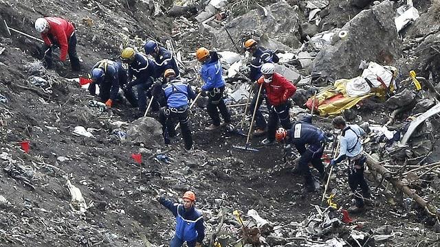 Rettungskräfte am Berg