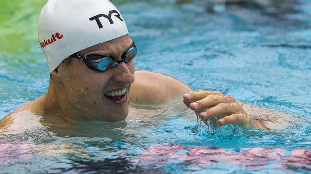 Der Krienser Schwimmer Lukas Räuftlin ist erneut Schweizer Meister über 200 Meter Rücken.