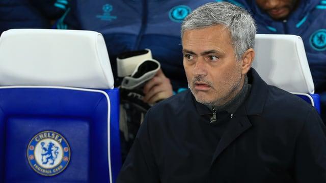 José Mourinho blickt ungläubig