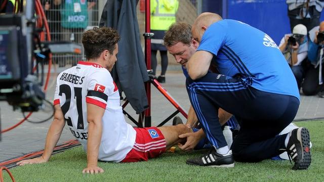 Nicolai Müller verletzt sich schwer am Knie.