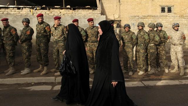 Frauen gehen zur Wahl, Archivaufnahme der Wahlen 2010.