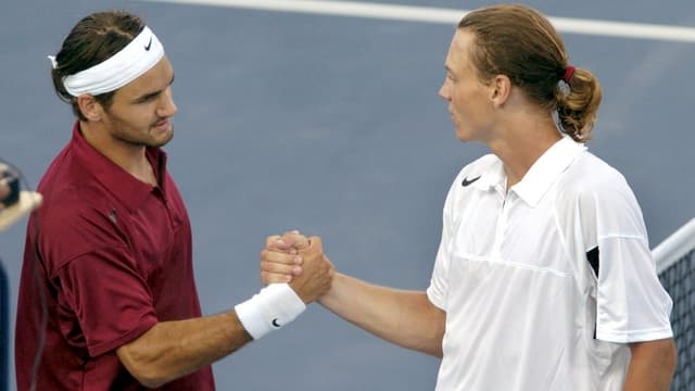 Handschlag am Netz zwischen Roger Federer und Tomas Berdych.