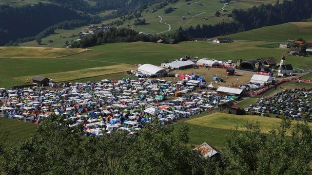 L'areal dal Open Air Lumnezia a Degen, gest sper la chaplutta da S. Bistgaun.