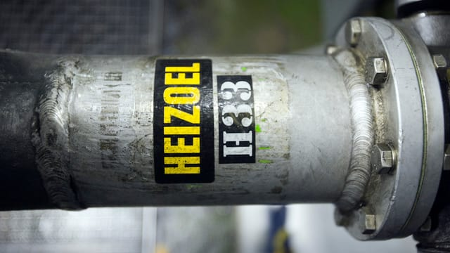Rohr mit Aufschrift «Heizoel»