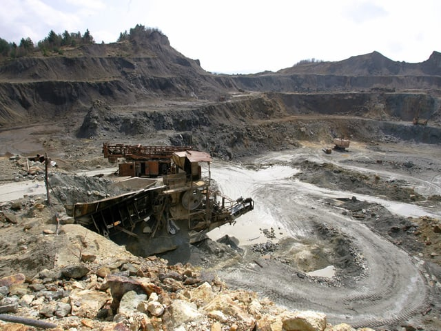 Tagbau-Mine mit Geröll