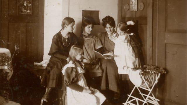 Sophie Haemmerli-Marti und ihre vier Töchter
