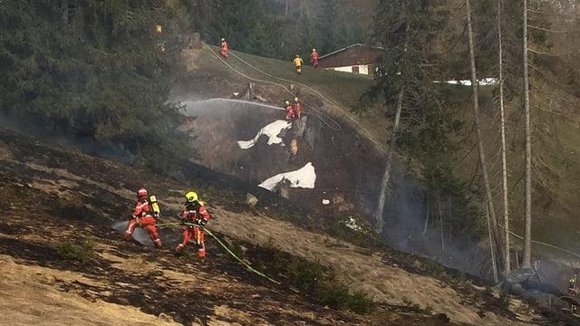 Prada arsa cun pumpiers en acziun.