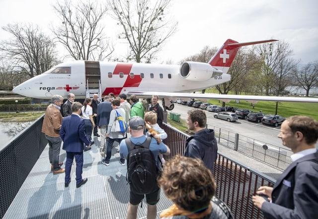 Uss è il jet d'ambulanza da vesair a Lucerna en la Chasa da traffic.
