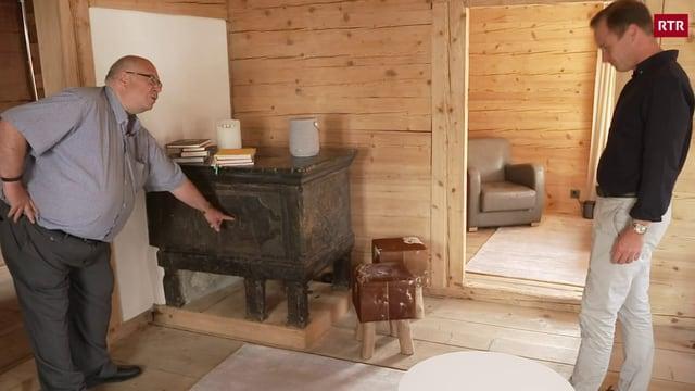 Casa Cabalzar a Cumbel: Martin Cabalzar entra per l'emprima giada en sia chasa paterna
