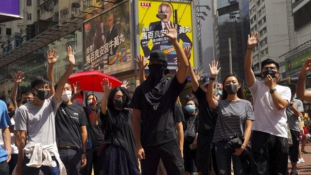 Demonstranten mit Maske in Hongkong
